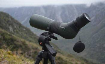 The Advantages of the Spotting Scope Over Binoculars